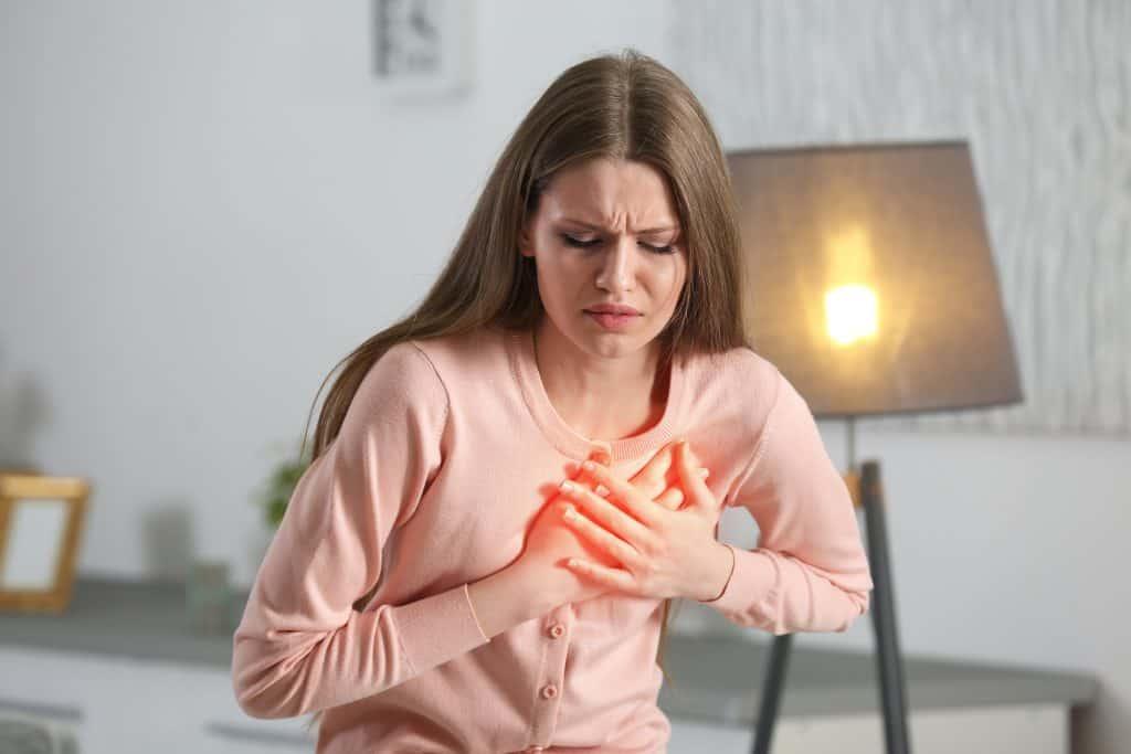 Stezanje u prsima
